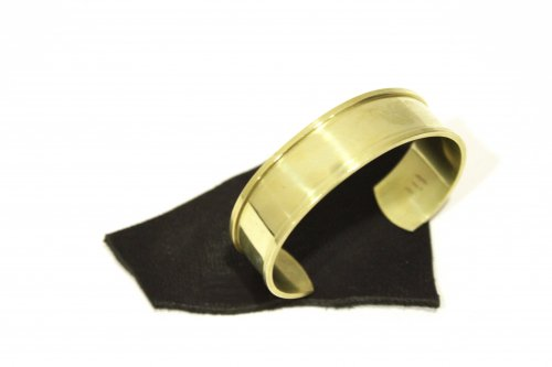 <img class='new_mark_img1' src='//img.shop-pro.jp/img/new/icons2.gif' style='border:none;display:inline;margin:0px;padding:0px;width:auto;' />lil / brass thick bangle(GOLD)