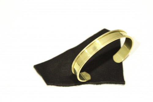 <img class='new_mark_img1' src='//img.shop-pro.jp/img/new/icons2.gif' style='border:none;display:inline;margin:0px;padding:0px;width:auto;' />lil / brass thin bangle(GOLD)