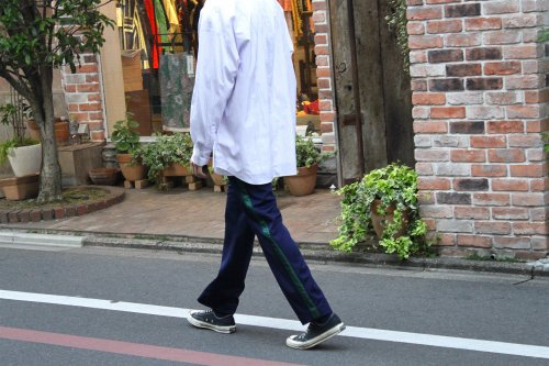 <img class='new_mark_img1' src='https://img.shop-pro.jp/img/new/icons47.gif' style='border:none;display:inline;margin:0px;padding:0px;width:auto;' />THEE / easy line pants.(NAVY)