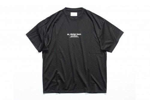 <img class='new_mark_img1' src='https://img.shop-pro.jp/img/new/icons47.gif' style='border:none;display:inline;margin:0px;padding:0px;width:auto;' />stein / PRINT TEE - DESIGN TEAM -(BLACK)