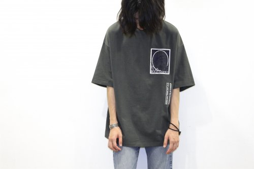 <img class='new_mark_img1' src='https://img.shop-pro.jp/img/new/icons47.gif' style='border:none;display:inline;margin:0px;padding:0px;width:auto;' />Children of the discordance /EMBROIDERY TEE(BLACK)