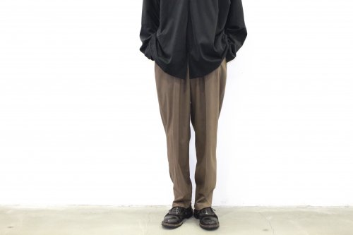 <img class='new_mark_img1' src='https://img.shop-pro.jp/img/new/icons47.gif' style='border:none;display:inline;margin:0px;padding:0px;width:auto;' />ATHA / COTTON SATIN TAPERD EASY TROUSERS(BROWN)
