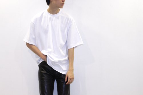 <img class='new_mark_img1' src='//img.shop-pro.jp/img/new/icons2.gif' style='border:none;display:inline;margin:0px;padding:0px;width:auto;' />lil / OVERSIZE EMBROIDERY TEE(WHITE)