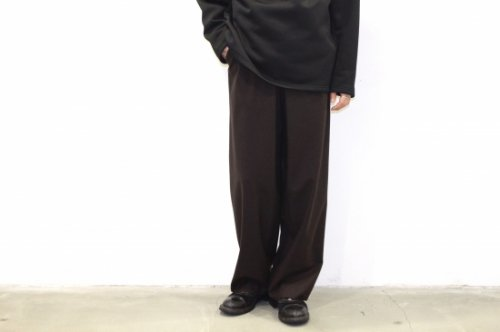 <img class='new_mark_img1' src='//img.shop-pro.jp/img/new/icons2.gif' style='border:none;display:inline;margin:0px;padding:0px;width:auto;' />THEE / oversize tuck pants.(BROWN)