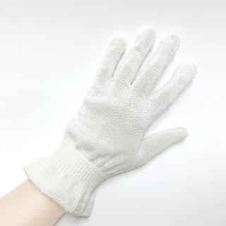 絹糸屋さんの『朝がうれしい。』おやすみシルク手袋|〜けんぼうシルク・絹紡糸〜|きなり(アイボリー)