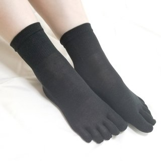 けんぼうシルク(絹紡糸)のなめらかフィット五本指靴下 クルー丈 ブラック