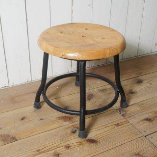 レトロな鉄脚スツール 座面チーク 無垢材 作業椅子 低い丸椅子 チェア ブラック 黒