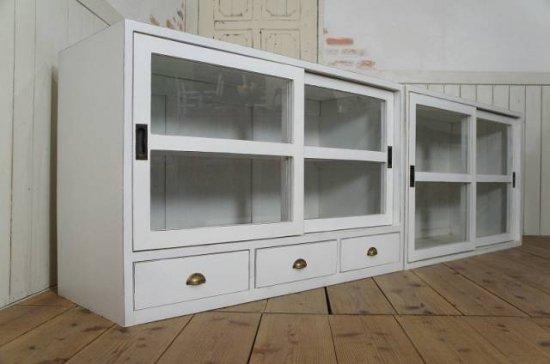 アンティーク調 食器棚キャビネット 引き出し3杯 シャビー白 店舗什器 収納棚