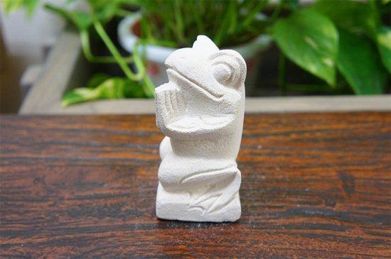パラス石 石彫り バリ島 アジアン オブジェ 置物 カエル 10cm (お願い左向き)