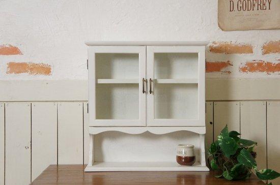 アンティーク調 白い小振りな卓上 カップボード 飾り棚 小物収納