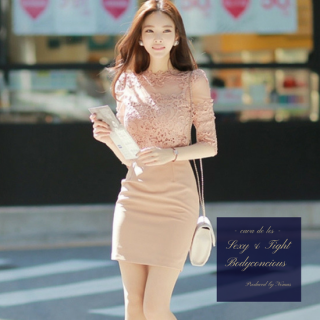 ワンカラーの刺繍レースがエレガントなタイトドレス