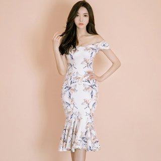 タイトなマーメイドスカートがエレガントな花柄オフショルドレス