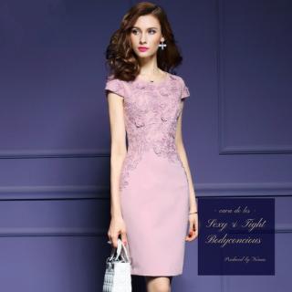 ワンカラーの刺繍デザインがフェミニン×エレガントなタイトドレス
