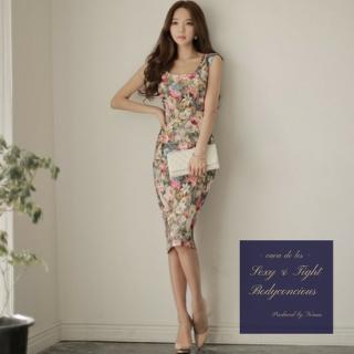 フェミニンなカラーと花柄デザインが魅力的なボディコンキャバドレス
