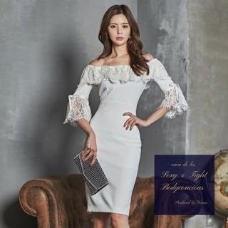 袖&ネックラインのレースデザインがインパクト大のオフショルタイトドレス
