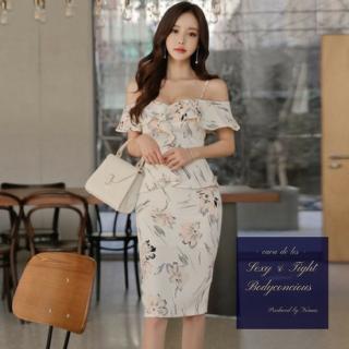 オフショル×ペプラムデザインがフェミニンな花柄のタイトドレス