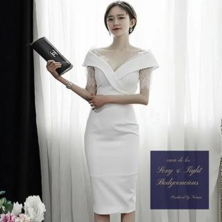 大胆Vカットからの透けレース袖がエレガントなタイトドレス
