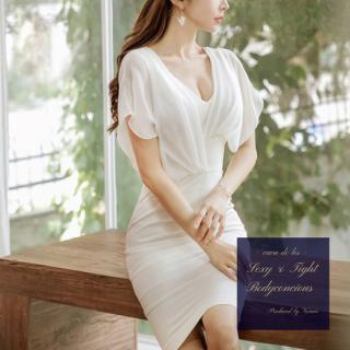 アシンメトリーのシースルー袖がフェミニンなタイトドレス