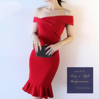 マーメイドスカートの裾フリルがフェミニンなオフショルタイトドレス