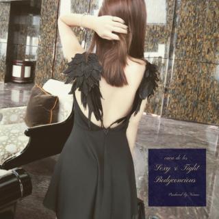 翼デザインの背中魅せがインパクト大のタイトキャバドレス