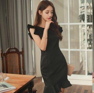 袖&裾のWフリルがキュートなワンカラーのボディコンドレス