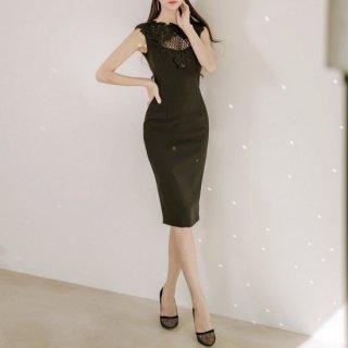 刺繍レース&メッシュの胸元が華やかなノースリーブのボディコンドレス