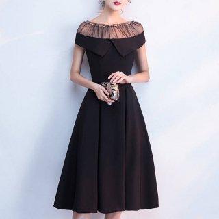 シースルーのギャザーがキュートなオフショルダーのタイトドレス