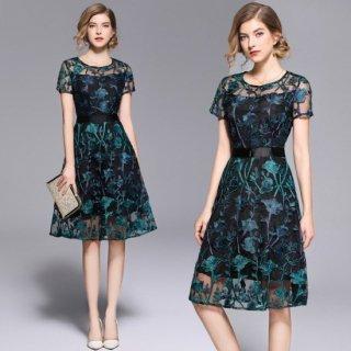 グリーンの花柄刺繍がエレガントなAラインのタイトドレス