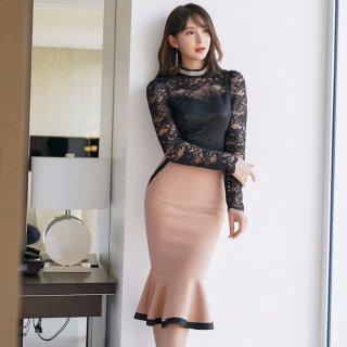 デートや同伴に◎レーストップス×裾フリルのタイトスカートがフェミニンなセットアップ