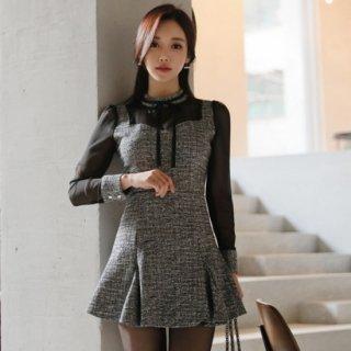 シースルー袖の切り替えがおしゃれなフレアスカートのタイトセットアップ