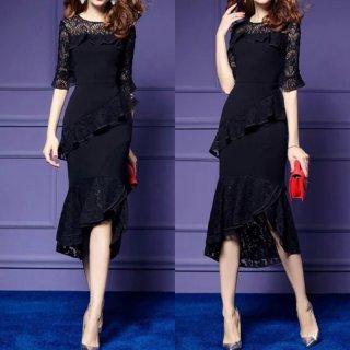 透かし彫りレース×フリルが大人エレガントなブラックのタイトドレス