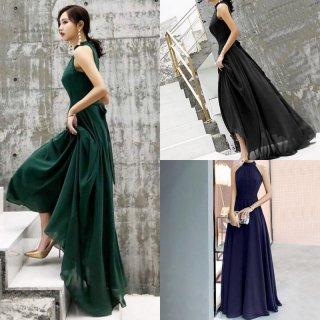 やわらかな透け感のスカートが大人フェミニンなホルターネックのロングドレス