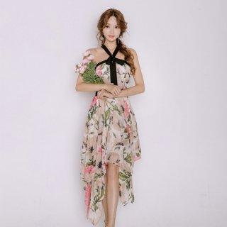 アシンメトリーな花柄スカートがおしゃれなホルターネックのAラインドレス