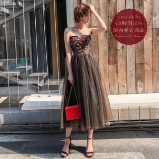 【即納】ボリューミーに広がるチュールスカートがフェミニンな花柄刺繍のベアトップドレス