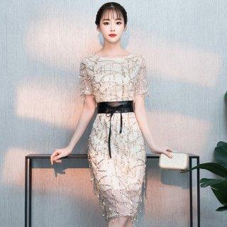 スパンコールの総柄が華やかな太ベルト付き袖ありタイトドレス 3色