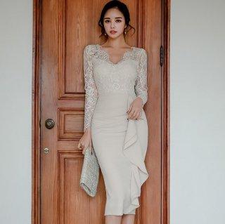 白の繊細レースとボリューミーなフリルがオトナかわいい長袖ボディコンキャバドレス