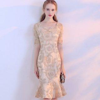大人カラーの総柄が上品なマーメイドラインの袖ありタイトドレス