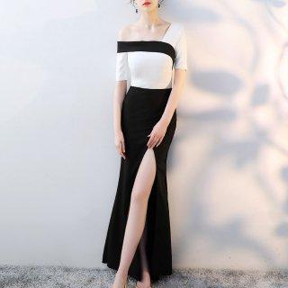 モノトーンのワンショルダーがエレガントなロングスリットの袖ありセクシーワンピース ドレス