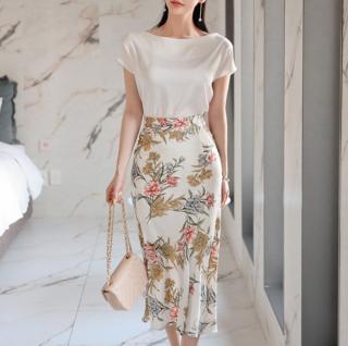 デートや同伴に 上品なボタニカル柄で大人フェミニンな半袖トップスとスカートのセットアップ