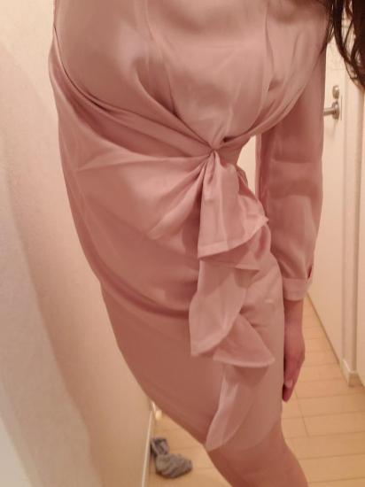 【即納】クシュっと絞りのフリルがかわいい膝丈の袖ありカジュアルドレス ワンピース