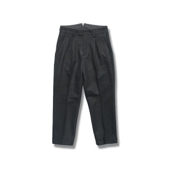 <img class='new_mark_img1' src='//img.shop-pro.jp/img/new/icons14.gif' style='border:none;display:inline;margin:0px;padding:0px;width:auto;' />stein/ TWO TUCK TROUSERS