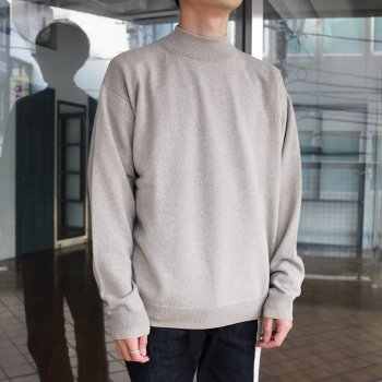 <img class='new_mark_img1' src='https://img.shop-pro.jp/img/new/icons14.gif' style='border:none;display:inline;margin:0px;padding:0px;width:auto;' />YOKE/ 12G WOOL SABLE MOCK NECK L/S