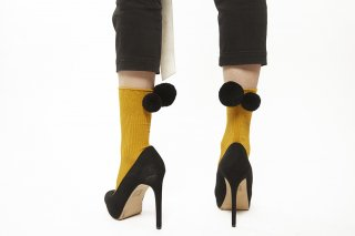 LONG POMPOM SOCKS<br>YELLOWxBLACK