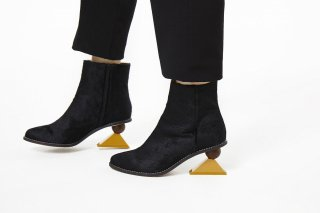 【FLEI】TRIANGLE HEEL BOOTS<br>BLACK×YELLOW<img class='new_mark_img2' src='https://img.shop-pro.jp/img/new/icons20.gif' style='border:none;display:inline;margin:0px;padding:0px;width:auto;' />の商品画像