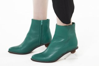 TRIANGLE HEEL BOOTS<br>GREEN×WHITE