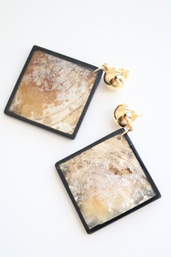 shell black frame  earrings