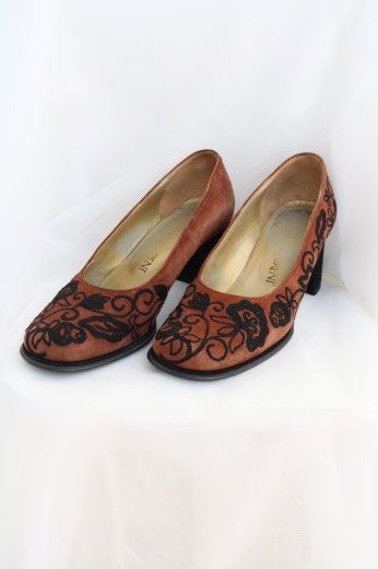 【vintage】Yves Saint Laurent / flower embroidery suede pumps / brown