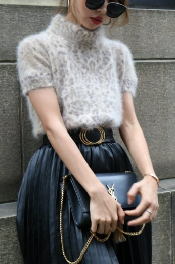 <img class='new_mark_img1' src='//img.shop-pro.jp/img/new/icons14.gif' style='border:none;display:inline;margin:0px;padding:0px;width:auto;' />【vintage】VALENTINO / leopard pattern angora fur tops