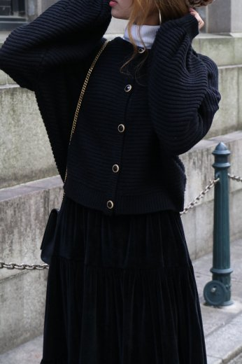 volume sleeve gold bijou button knit cardigan / black