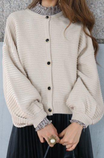 volume sleeve gold bijou button knit cardigan / beige